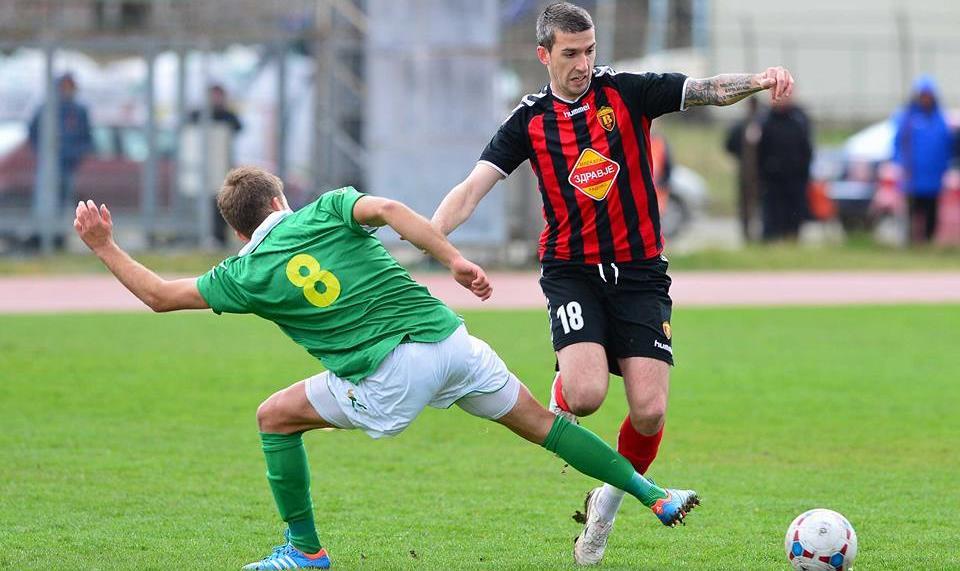 Aleksandar Dalcheski trying to stop Dragan Ćeran; photo: FK Vardar