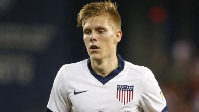 Играше за младинците на Исланд  се реши да настапува за САД  за да игра на Светско првенство