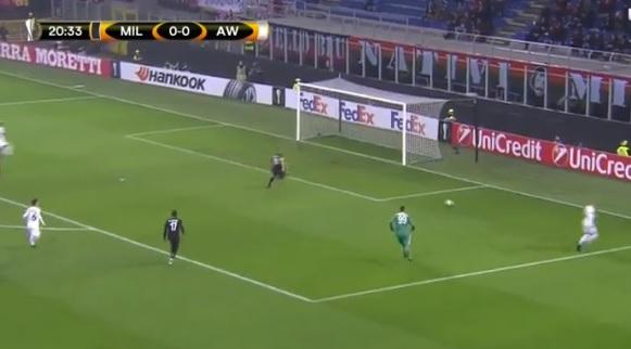 Катастрофална реакција на Бонучи  Милан прими смешен гол