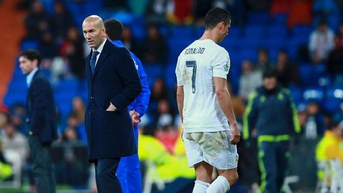 Врие во соблекувалната на Реал Мадрид  Роналдо збеснал по ремито со Атлетико  настрадал Зидан