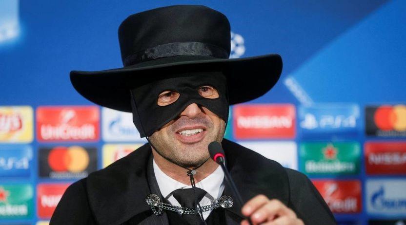 Тренерот на Шахтар на прес конференција се појави како Зоро