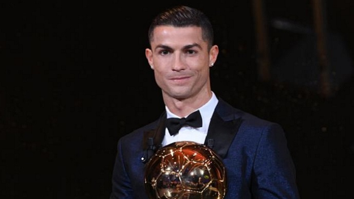 Петта Златна Топка во рацете на Роналдо
