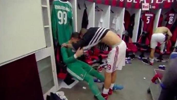 Донарума се расплака во соблекувалната по навредите од фановите на Милан  капитенот Бонучи го тешеше