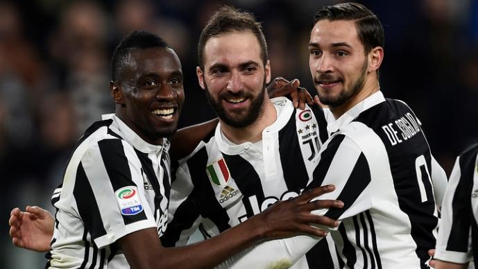 Јувентус го доби заостанатиот натпревар и се одлепи на  4