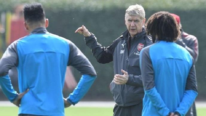 Случувањата во Арсенал неколку часа пред повлекувањето на Венгер и реакцијата на фудбалерите